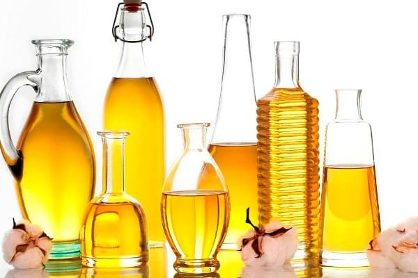 Castor oil has a lot of benefits for the skin health.